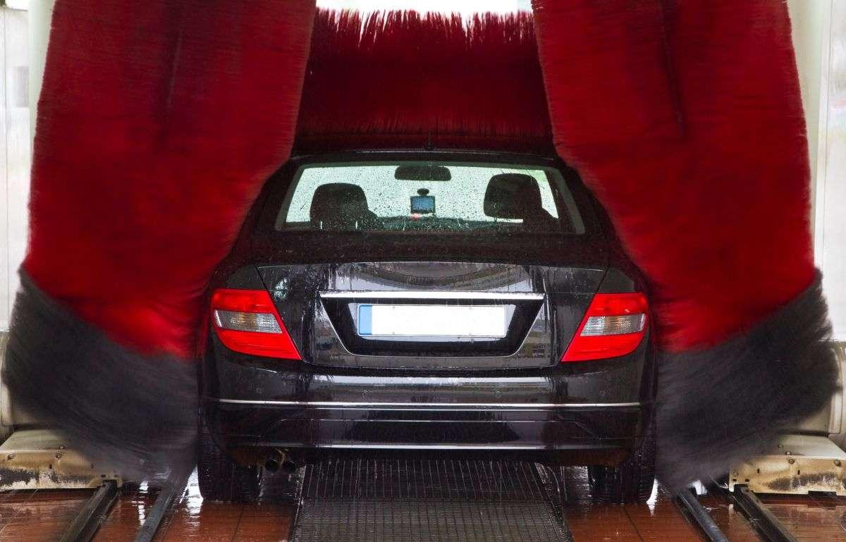 Mycie auta w myjni szczotkowej