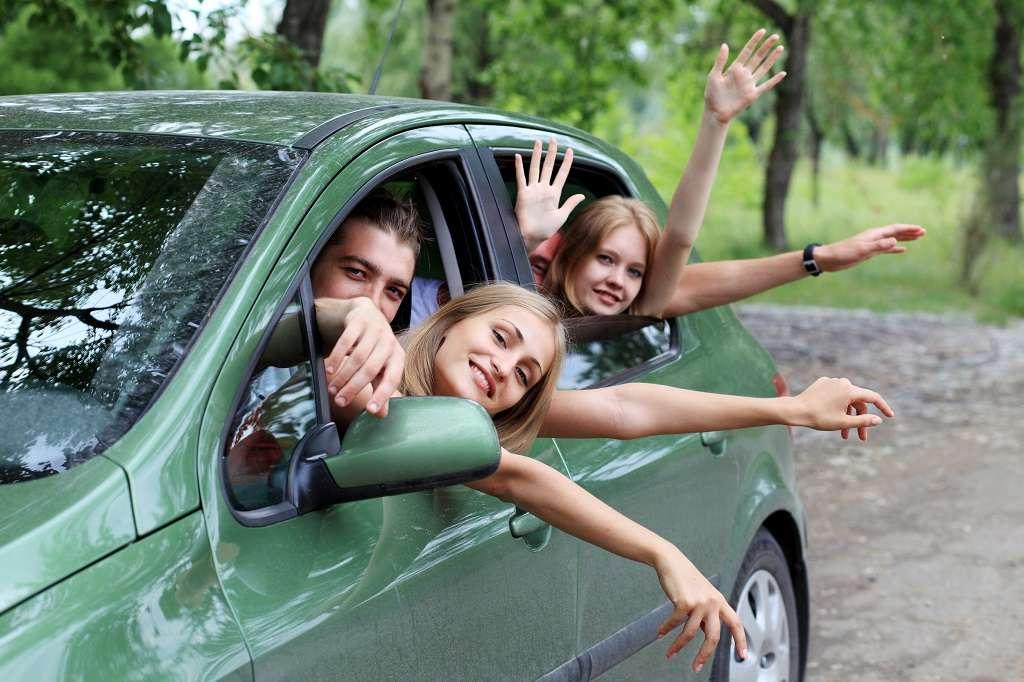 Wakacyjne podróże wynajętym samochodem