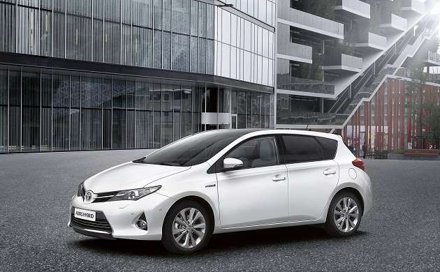 large_new_toyota_auris_hybrid_09_2012