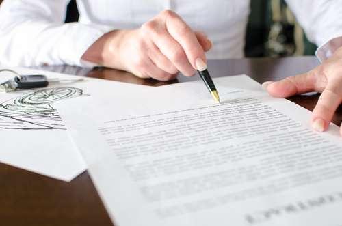 10 ważnych wpisów w umowie kupna sprzedaży auta